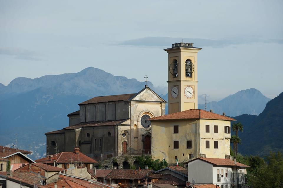 La parrocchiale dei  SS. Materno e Martino: una finestra sul Ceresio