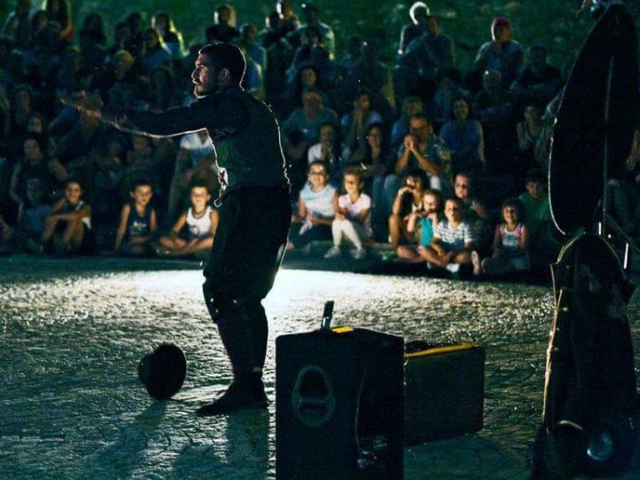 A Porto Ceresio lo spettacolo è per la strada