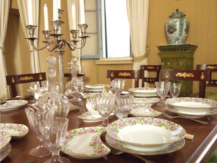 Le ceramiche di Villa Carlotta: il libro e la mostra